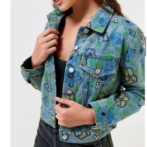 🤩UO FLORAL EMBROIDERED JACKET💚